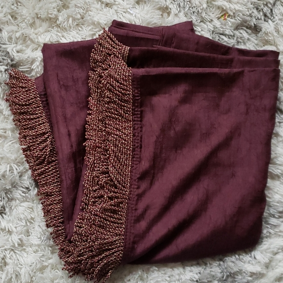 Croscill Home Other - Croscill Home Fringed Crepe Scarf Wine Color